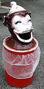 サル?ゴミ箱