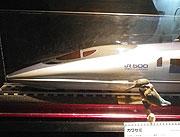 新幹線とカワセミ